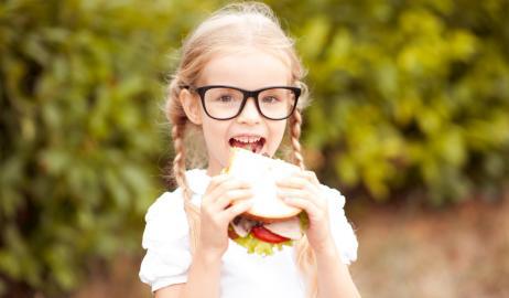 Πώς ακριβώς επωφελούνται τα παιδιά που τρώνε κολατσιό στο σχολείο;