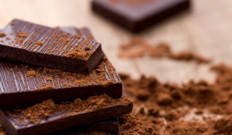 Η μαύρη σοκολάτα κάνει καλό γιατί είναι δύσπεπτη!