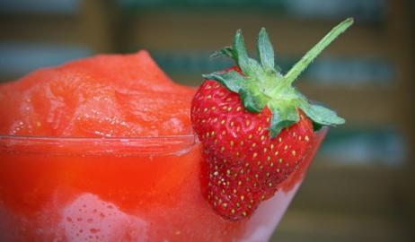 Φανταστικό Daiquiri φράουλα με κόκκινη πιπεριά!