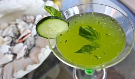 Το πιο δροσερό Cucumber Martini είναι εδώ!