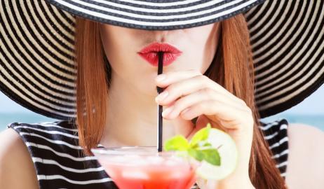 Μήπως η κατανάλωση αλκοόλ καταστρέφει το δέρμα σας;