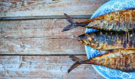 Η κατανάλωση λιπαρών ψαριών μπορεί να μειώσει τον κίνδυνο θανάτου από καρκίνο του εντέρου