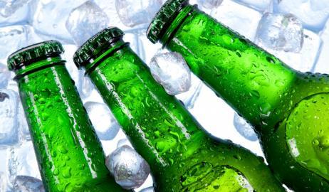 Υπάρχει λόγος που η μπύρα μπαίνει σε πράσινα ή καφέ μπουκάλια