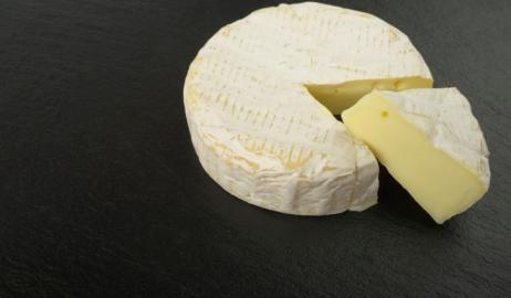 Γιατί το περίφημο γαλλικό τυρί Καμαμπέρ τείνει να εξαφανιστεί;