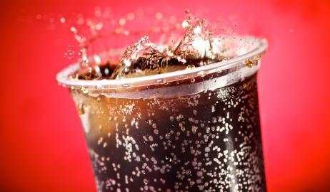 Οι εταιρείες αφαιρούν κι άλλη ζάχαρη από τα αναψυκτικά