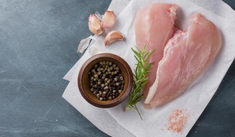 Τι σημαίνουν πραγματικά αυτές οι λευκές λωρίδες στο στήθος του κοτόπουλου;