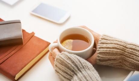 Θα μπορούσε ένα ζεστό φλιτζάνι τσάι να προστατεύσει την όρασή σας;
