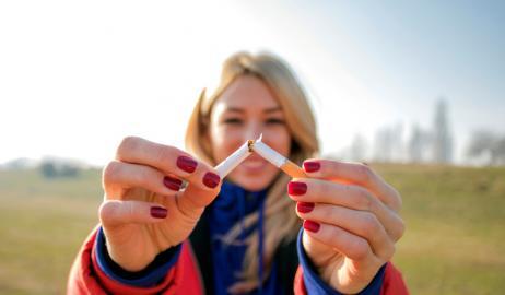 Οι δύο τροφές που θα μπορούσαν να βοηθήσουν στην αποκατάσταση των πνευμόνων των πρώην καπνιστών