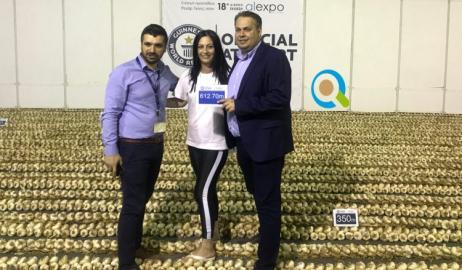 Στην Ορεστιάδα το ρεκόρ Γκίνες για τη μεγαλύτερη πλεξούδα από σκόρδα