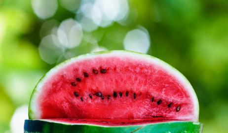 Οι εκπληκτικοί λόγοι που θα σας κάνουν να μην ξαναπετάξετε τη φλούδα από το καρπούζι