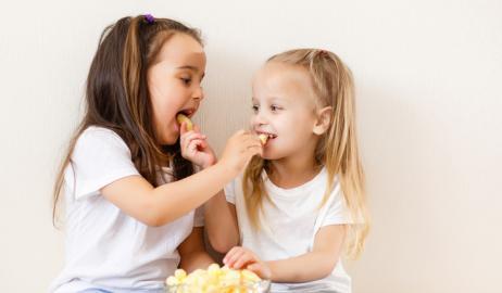 Πώς η γενετική επηρεάζει τον τρόπο που τα παιδιά επιλέγουν snacks