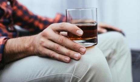 Πώς το αλκοόλ μπορεί να αλλάξει τον τρόπο με τον οποίο διαμορφώνονται οι αναμνήσεις