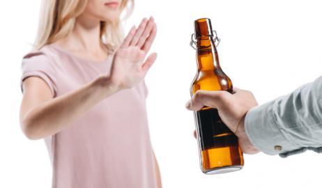 Η κατανάλωση αλκοόλ δεν είναι πια στη μόδα, ειδικά για τους νέους
