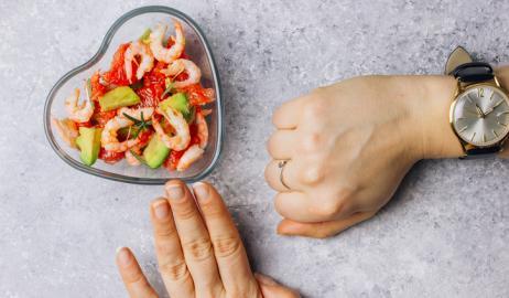 Η διαλείπουσα νηστεία μπορεί να είναι βραχυπρόθεσμα πιο αποτελεσματική από μια περιοριστική δίαιτα