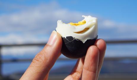 Μαύρα αυγά κανείς;