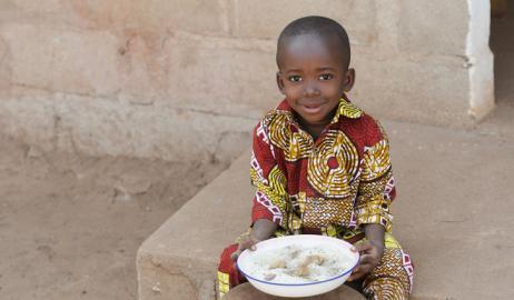 Στοχεύοντας στη βελτίωση της διατροφής των μητέρων και των παιδιών στις φτωχές περιοχές του κόσμου