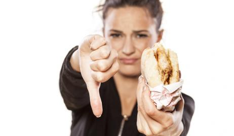 Τo junk food μπορεί να παίξει βασικό ρόλο στο άγχος και την κατάθλιψη