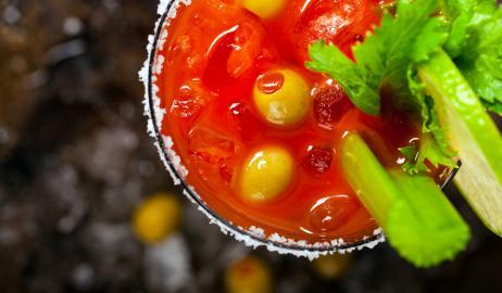 4 ευφάνταστες συνταγές cocktails με φυσικό χυμό τομάτας!
