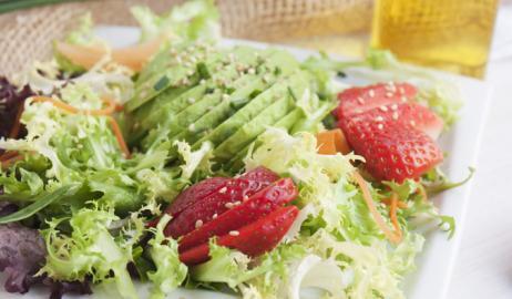 H κατανάλωση πολύχρωμων φρέσκων φρούτων και λαχανικών συνδέεται με χαμηλότερο κίνδυνο καταρράκτη