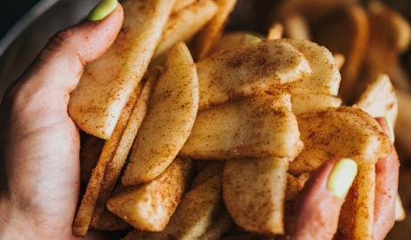 Μήλο και κανέλα - ένας γευστικά τέλειος και ευεργετικά απογειωτικός συνδυασμός