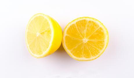 15 προβλήματα υγείας που αντιμετωπίζει ο χυμός λεμονιού