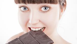 Ταΐστε το δέρμα σας με μαύρη σοκολάτα
