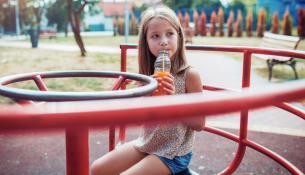 Η Βρετανική κυβέρνηση εξετάζει την απαγόρευση των ενεργειακών ποτών για τα παιδιά