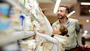 Πώς τα σουπερμάρκετ της Βρετανίας μειώνουν τις συσκευασίες