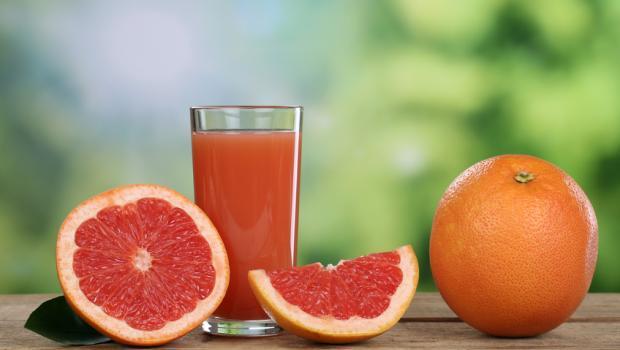 Ο χυμός του γκρέιπφρουτ μειώνει τις συνέπειες της πλούσιας σε λιπαρά διατροφής