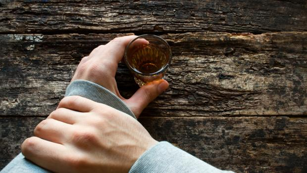 Η οσμή του αλκοόλ μας οδηγεί σε μεγαλύτερη κατανάλωση... αλκοόλ