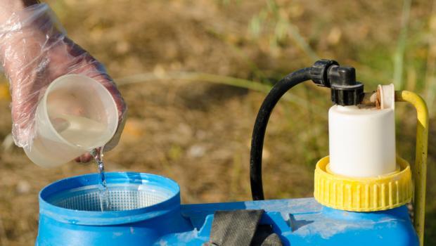 Η Γαλλία λέει ότι το glyphosate μπορεί να είναι καρκινογόνο