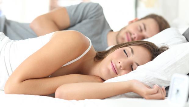 Ο ύπνος μας προστατεύει από τα «τσιμπολογήματα»