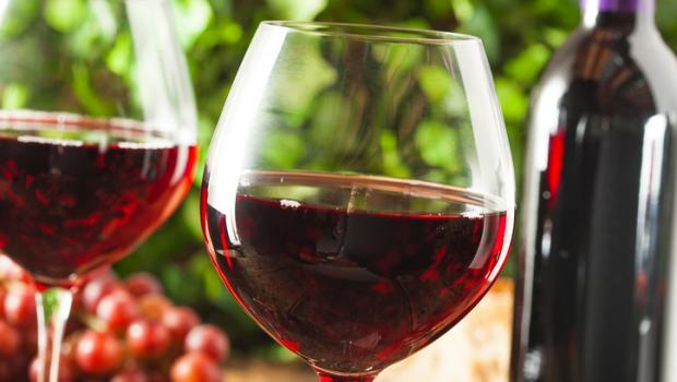 Το κόκκινο κρασί προφυλάσσει από την απώλεια ακοής