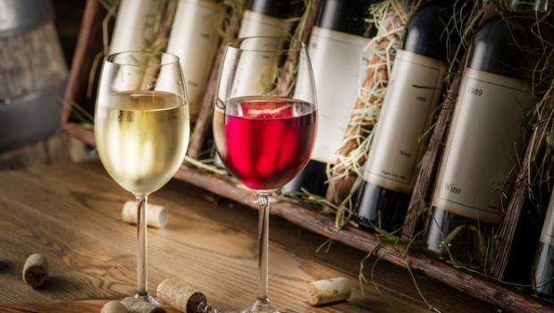 Η μεγάλη αντιπαράθεση:  κόκκινο ή λευκό κρασί;