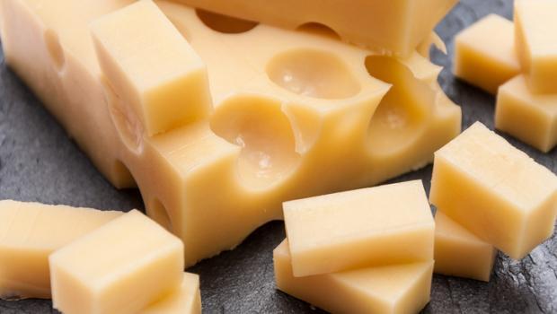 Γιατί το ελβετικό τυρί έχει τρύπες;