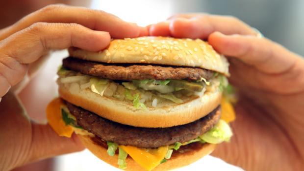 Fast food: βλάπτει το συκώτι και μπλοκάρει τον μεταβολισμό