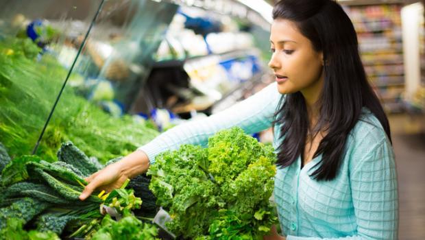 Ο φωτισμός στα ράφια των supermarket επηρεάζει τα θρεπτικά συστατικά στα φυλλώδη λαχανικά