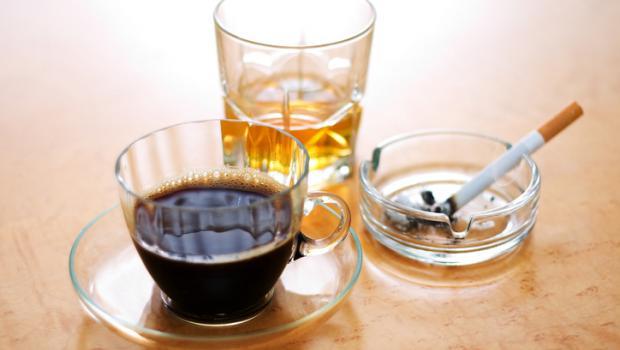 Μήπως ο καφές και το αλκοόλ επιδεινώνουν τις αρρυθμίες;
