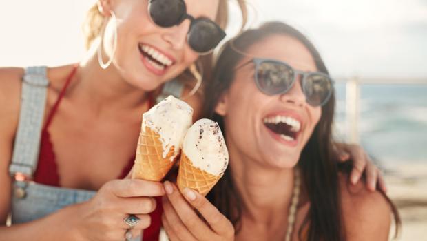 Προσπαθείτε να χάσετε βάρος; Προσέξτε τους αδύνατους φίλους σας με τη μεγάλη όρεξη