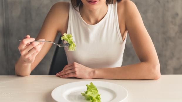 Τα συμπτώματα της υποθερμιδικής διατροφής