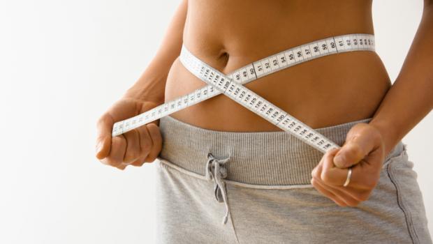 Γιατί η διακοπή της δίαιτας για μικρό χρονικό διάστημα μπορεί να ενισχύσει την απώλεια βάρους αντί να την εμποδίσει