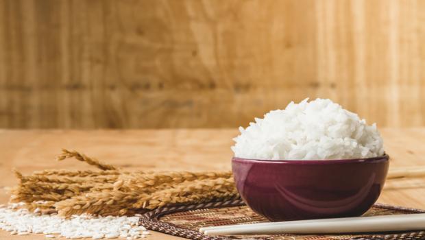 Θέλετε ρύζι με τις μισές θερμίδες; Μαγειρέψτε και σερβίρετέ το με αυτόν τον τρόπο
