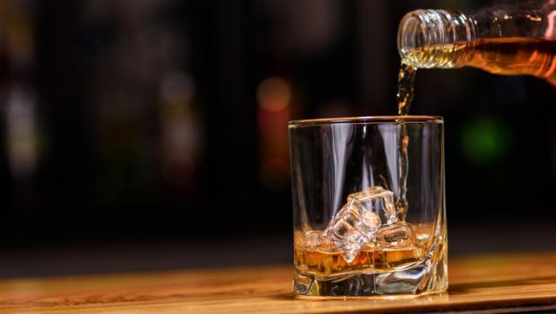 Το αλκοόλ χειρότερο για τον εγκέφαλο από τα κανναβινοειδή