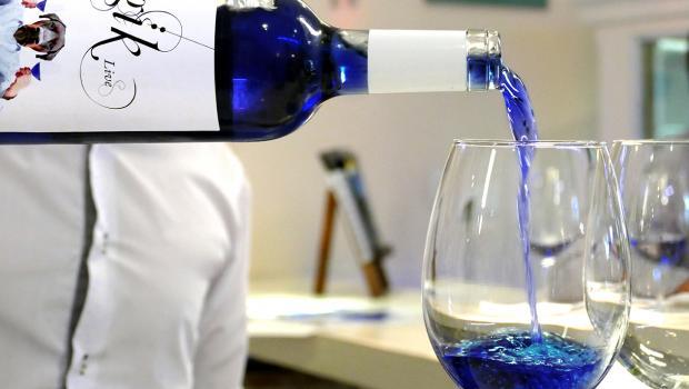 Το πρώτο μπλε κρασί στον κόσμο είναι γεγονός