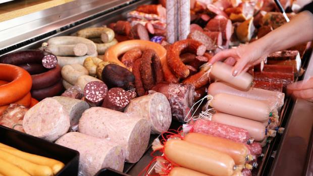 Tα μεταποιημένα κρέατα επιδεινώνουν τα συμπτώματα άσθματος