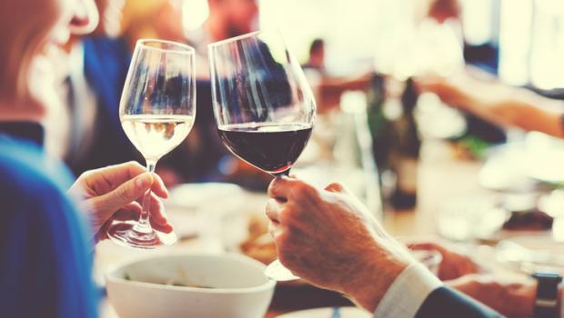 Γιατί το αλκοόλ και η ζάχαρη μας κάνουν να διψάμε;