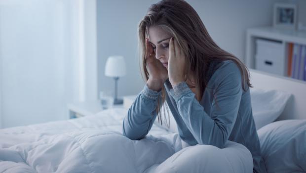 Μια νέα επιστημονική ανακάλυψη εξηγεί τη σχέση του αλκοόλ με την εγκεφαλική δραστηριότητα και τις διαταραχές του ύπνου