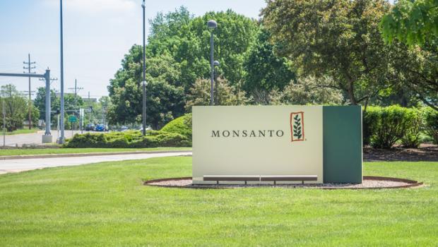 H Monsanto χάνει 290 εκατομμύρια δολάρια σε δικαστική υπόθεση για τη γλυφοσάτη