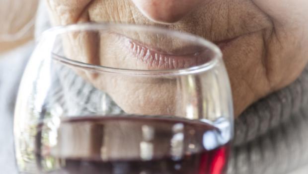 Οι ηλικιωμένοι με καρδιακή ανεπάρκεια δεν κινδυνεύουν από μέτρια κατανάλωση αλκοόλ