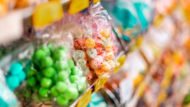 Η αφαίρεση των γλυκών από τα ταμεία των σουπερμάρκετ θα μπορούσε να βοηθήσει στην αντιμετώπιση της παχυσαρκίας